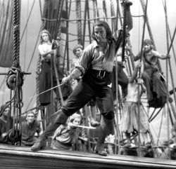 Errol Flynn, in Capitain Blood, Décembre 1935, directed by Michael Curtis